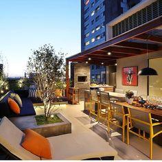 Olha que delicia de varanda gourmet! Azul e laranja!  www.construindominhacasaclean.com #blog #construindominhacasaclean #varanda #varandagourmet #cozinha #gourmet #kitchen #decor #decoração #design #designinteriores #instablog #instadica...