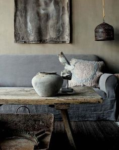 This Is the Home Trend for According to Etsy wabi sabi home trend etsy report 1 Wabi Sabi, Japan Design, Home Library Rooms, Home Icon, Japanese Aesthetic, Decoration Inspiration, Japanese Interior, Trendy Home, Decoration Table