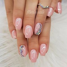 30 Graduation Nails Designs To Feel Like A Queen: Manicure With Stunning Crystals Simple Wedding Nails, Wedding Nails Design, Popular Nail Designs, Gel Nail Designs, Cute Nails, Pretty Nails, Hair And Nails, My Nails, Glitter Nails