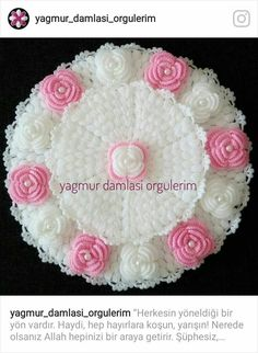 This Pin was discovered by Mel Crochet Flower Tutorial, Crochet Flower Patterns, Crochet Designs, Crochet Flowers, Crochet Dollies, Crochet Baby, Knit Crochet, Crochet Toilet Roll Cover, Woolen Craft