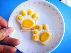 Miki's Food Archives : How to prepare PAW shape Steamed Egg 如何准备可爱熊爪蒸蛋