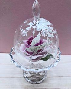 沖昭子 Shoko OkiさんはInstagramを利用しています:「・ 冬の寒さと乾燥が苦手な フラワーキャンドルに かわいいガラスドームを 作ってあげました💓 ・ そしてレッスンにしちゃいました。 キャンドル制作は ドキドキの2時間半で ペイントは 1時間ちょいでみんな完成💓 ・ ガラスに描く場合は 図案を切り取り好きな場所に…」 Oki, Tole Painting, Snow Globes, Christmas Bulbs, Holiday Decor, Instagram, Home Decor, Decoration Home, Christmas Light Bulbs