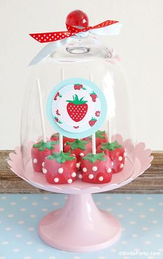 DIY Marshmallow Strawberry Shaped Pops by Bird's Party  #recipes #partyideas #strawberryparty