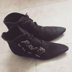 Rare Vintage Original NaNa 4 Skull Buckle Black Suede Winklepickers 8.5 Pointy Boots Goth Punk Deathrock