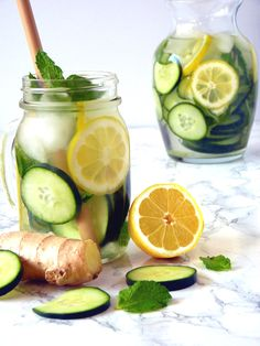 Cucumber Lemon Ginger Water - A Refreshing and Hydrating Detox Water - A refreshing and cleansing cucumber lemon ginger water recipe with mint. Perfect for a fat flush detox or to clear skin. My favorite healthy and invigorating spa water recipe! Lemon Ginger Detox Water, Cucumber Detox Water, Sugar Detox, Water With Lemon, Lemon Cucumber Mint Water, Lemon Detox, Fresh Water, Fat Flush Detox, Bebidas Detox