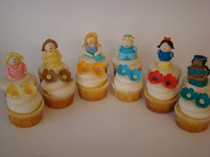 Princess cupcakes...do not have the ambition to even attempt, but they are stinking cute!