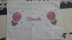 Toalha lavabo para bebê. #balões#crossstitch ☁