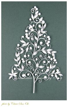 Quilled Christmas tree - inspiration only - bjl [use tolet paper rolls] Neli Quilling, Paper Quilling Patterns, Quilled Paper Art, Quilling Paper Craft, Quilling Flowers, Paper Flowers, Paper Crafts, Quilling Ideas, Christmas Tree Paper Craft