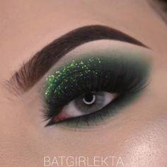 Smoke Eye Makeup, Matte Eye Makeup, Makeup Eye Looks, Eye Makeup Art, Skin Makeup, Eyeshadow Makeup, Creative Eye Makeup, Colorful Eye Makeup, Green Makeup