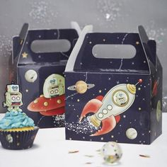 Out of this world Space Adventure party boxes for treats, cake, even lunch!Ideal for kids birthday parties.Pack contains 5 party boxes supplied flat. When assem