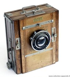 Passionate Collector Catalogs Thousands of Antique Cameras - My Modern Met