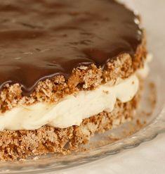 Bomban !! Æskuminningar um mat og kökur fylgja manni oft langt fram á fullorðinsár og eru mikilvægur þáttur í daglegu lífi. Kökurnar sem ég... Cheescake Recipe, Cheesecake, Sweet Cakes, Food Lists, No Bake Cake, Food To Make, Cake Recipes, Cake Decorating, Bakery