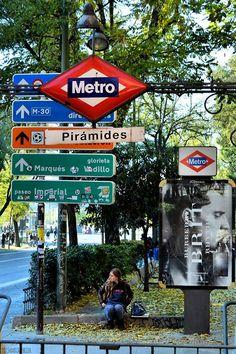 Metro Pirámides, Madrid.