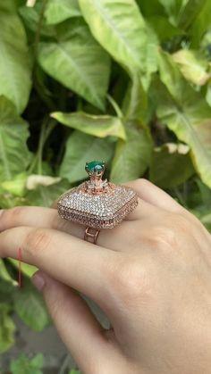 Antique Jewellery Designs, Gold Ring Designs, Antique Jewelry, Jewelry Design, Diamond Jewelry, Gold Jewelry, Jewelery, Luxury Engagement Rings, Oxidised Jewellery