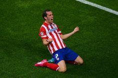 Diego Godin celebra su gol
