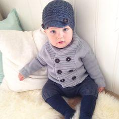 L i l e b r o r S t r i k k  #lillebrorstrikk #lillebror #newsboyhat #bestefarjakke #poseshorts #strikk #sandnesgarn #strikkedilla #strikkemamma #strikktilbarn #strikktilgutt #knit #knitinspo123 #knitforyourkid #knitted_inspiration #knittersofinstagram #knitting_inspiration #boysknits