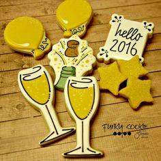 New Years Cookies Wine Cookies, Fancy Cookies, Cut Out Cookies, Royal Icing Cookies, Holiday Cookies, Cupcake Cookies, Sugar Cookies, Ri Happy, Engagement Cookies