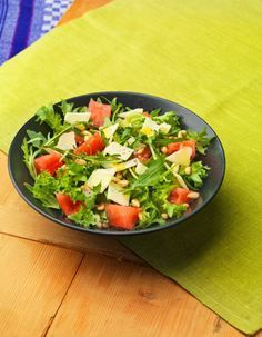 Vesimeloni-juustosalaatti | K-ruoka Ketogenic Recipes, Diet Recipes, Vegan Recipes, Guacamole, Preserve Fresh Herbs, Vegan Gains, Vegan Animals, Vegan Gluten Free, Salad Recipes