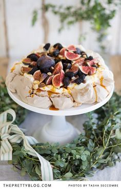 Dessert is sorted. We loved this so much we wanted to inspire you also to make a pavlova this Christmas. Bring back the pavlova! Meringue Desserts, Just Desserts, Delicious Desserts, Yummy Food, Fig Recipes, Baking Recipes, Sweet Recipes, Christmas Pudding, Christmas Desserts