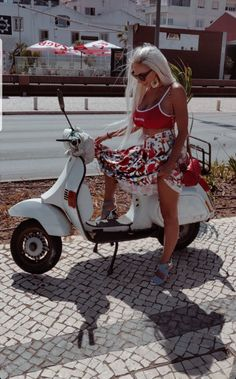 Love that outfit & the one who has it on Vespa Bike, Piaggio Vespa, Scooter Motorcycle, Vespa Lambretta, Vespa Scooters, Italian Scooter, Chicks On Bikes, Motor Scooters, Scooter Girl