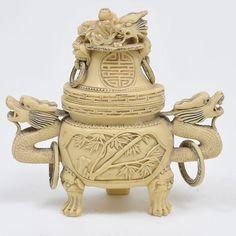 Urna oriental em resina ricamente decorada, med. 21 x 2..