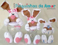 Esses coelhos(as) foram feitos em tecido uniflok e tem aproximadamente 39cm o pote maior, 33cm o pote médio e 24cm o pote menor. Os potes são de material plástico e transparente.