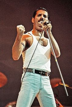 Freddie Mercury Live at Wembley !