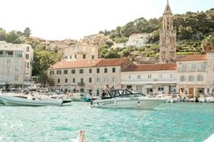 The word cup 2018 might be over but there is still time to visit beautiful European countries like Croatia! •••》Find your ideal…