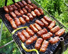 R - Romania : Mititei - grilled minced meat rolls Romanian Desserts, Romanian Food, Meat Rolls, Sausage Rolls, Pickled Hot Peppers, Tasty Meatballs, Best Meat, My Best Recipe, The Best