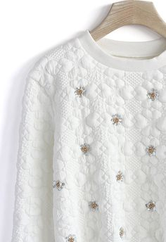 Embellished Floral Emboss Top in White//