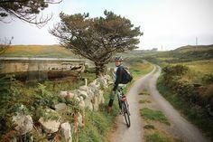 Biking on Cape Clear Island in Ireland I @SatuVW I Destination Unknown