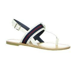 Die Farbkombination erkennt jeder: Das typische Weiß-Blau-Rot macht den Tommy Hilfiger Zehentrenner zu einem tollen begleiter für den Sommer. Jetzt auf salamander-online.de #Schuhe