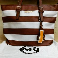 Micheal Kors Price Rs 3450 Frer home delivery Cash on delivery  For order contact us on 03122640529