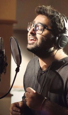 Best Music Artists, Country Music Artists, Music Recording Studio, My Love Song, Song Hindi, Aesthetic Photography Nature, Indian Music, Recorder Music, Music Images