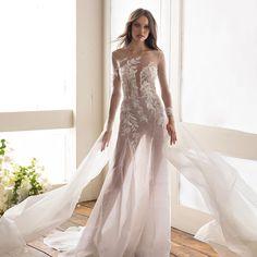 Stylish #julievino #eliavatine #vakkowedding #bridal Couture, Bridal, Stylish, Wedding Dresses, Fashion, Moda, Bridal Dresses, Alon Livne Wedding Dresses, Fashion Styles