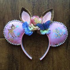 100 Mickey Mouse Ears - A girl and a glue gun Disney Hair Bows, Diy Disney Ears, Disney Minnie Mouse Ears, Mickey Mouse Ears Headband, Disney Headbands, Disney Outfits, Disney Disney, Mini Mouse Ears, Disneyland Ears