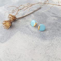 Kategorie: Ohrringe MINI - penelop* – Schmuck aus Porzellan Gold Skies, Stud Earrings, Sky, Blue, Jewelry, Mini, Stud Earring, Ear Piercings, Handmade