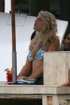 Cougar Towns bikini babes