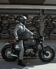 visit our website for the latest men's fashion trends products and tips . Cafe Racer Style, Cafe Racer Bikes, Suzuki Cafe Racer, Best Motorbike, Motorbike Design, Bmw Scrambler, Creation Art, Cafe Racing, R80