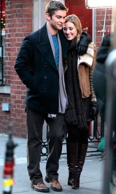 Ella Rae Peck And Chace Crawford Cosy Up In Winter Coats For New Gossip Girl Scenes, 2012