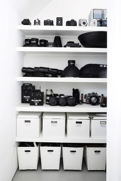 tips and guide on studio photography Configuration Studio, Photography Studio Spaces, Photography Business, Photography Equipment, Photography Studios, Photography Courses, Photography Home Office, London Photography, Photographers Office