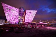 북아일랜드 벨페스트에 건설 중인 타이타닉 컨셉의 건축물.    Titanic Belfast in Belfast, Northern Ireland