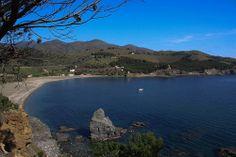 La tranquil·la platja de Garbet, entre Llançà i Colera, a l'Alt Empordà. Costa Brava (Catalunya - Catalonia)
