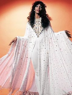 Donna Summer Was the Queen of Disco: See Photos of Her Wild Disco Fashions in the ~ vintage everyday Street Hijab Fashion, 70s Fashion, 1970s Disco Fashion, Muslim Fashion, Fashion Vintage, Vintage 70s, Fashion 2020, Vintage Black, Spring Fashion