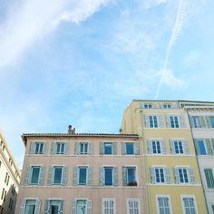Pastel buildings in Marseille, France - La vie en rose