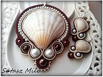 Another great idea for use of shells in soutache! Seashell Jewelry, Seashell Crafts, Seed Bead Jewelry, Beaded Jewelry, Handmade Jewelry, Soutache Pendant, Soutache Necklace, Beaded Earrings, Soutache Tutorial