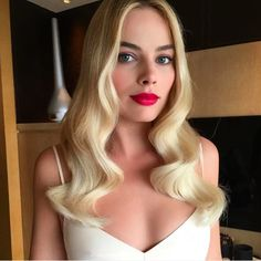 Sure, we're suckers for cool-girl waves and smudgy eyeliner, but there's also something irresistible about Margot Robbie's meticulous red lips and not-a-hair-out-of-place S-waves.  #refinery29 http://www.refinery29.com/2016/07/116838/best-instagram-makeup-inspiration#slide-1