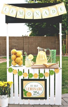 Diy Crafts Ideas DIY Crate Lemonade Stand for Kids {Think of all the other things it could become too! Pet Shop, Florist, Restaurant, Puppet Stage, the ideas are endless! } So cute Close Ellison Vanessa Craft -Read More – Diy For Kids, Crafts For Kids, Diy Crafts, Kids Lemonade Stands, Lemonade Bar, Pink Lemonade Party, Stand Feria, Lemon Party, Wood Crates