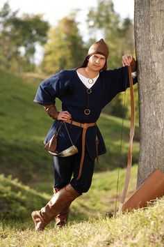 Archaeological reconstruction of a Lithuanian tribe male  archer costume (IX-XII century, Viking period or Late Iron Age). Author of the reconstruction - archaeologist PhD Daiva Steponavičienė, Vilnius, Lithuania. Photographer - Artūras Moisiejenko. Original site:  https://www.facebook.com/VitaAntiqua