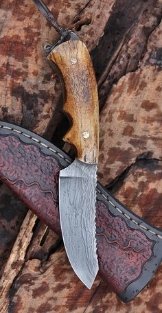 Utility/hunting blade in vintage antler. Cool Knives, Knives And Tools, Knives And Swords, Knife Template, Bushcraft, Diy Knife, Forged Knife, Tool Steel, Fixed Blade Knife